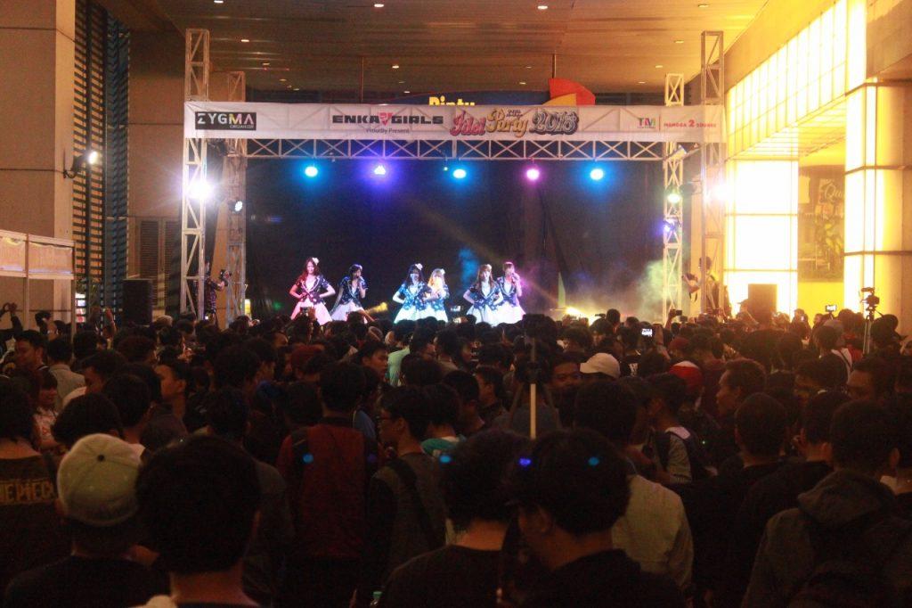 Shojo Complex memberikan pertunjukan yang luar biasa