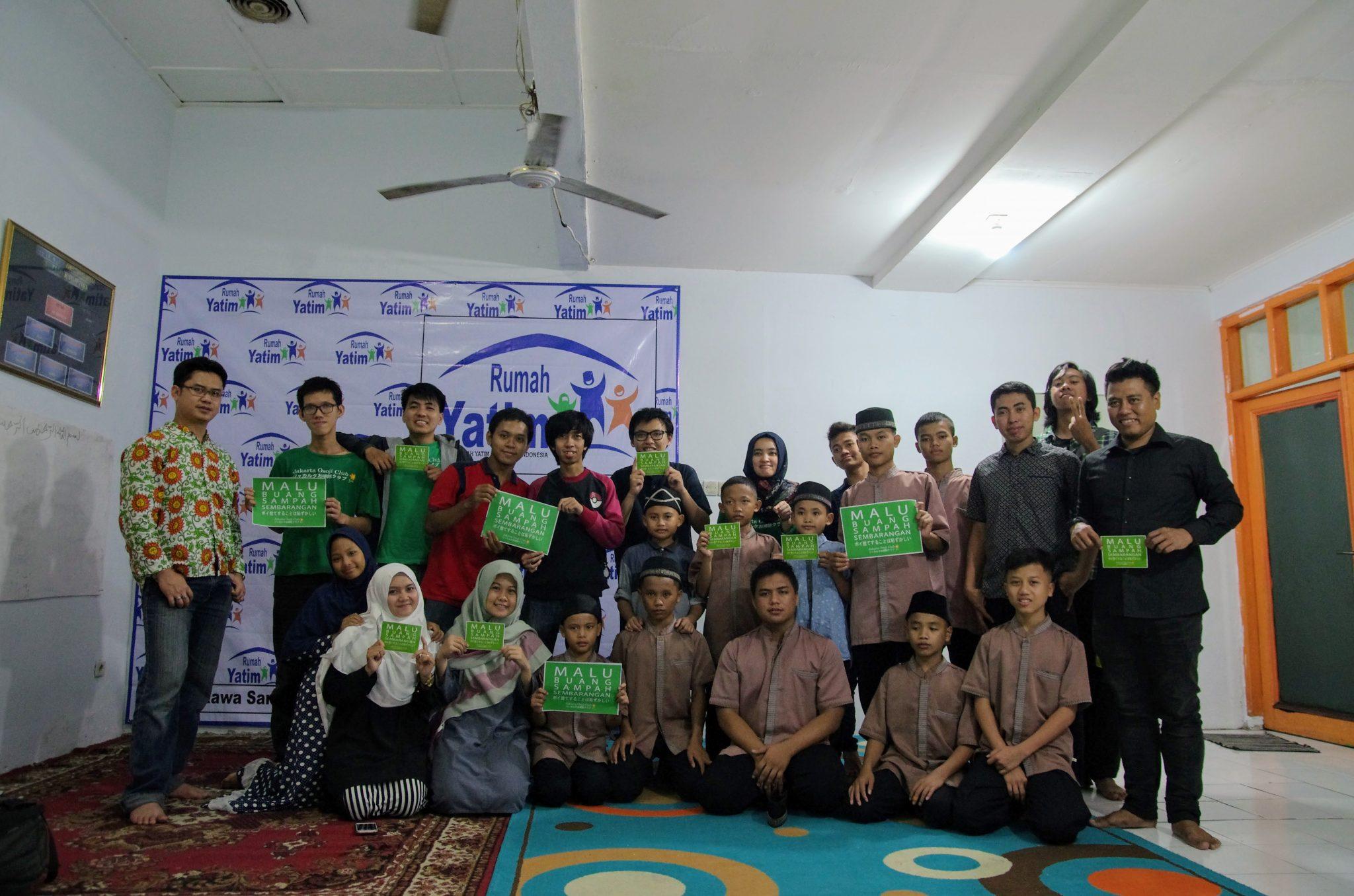 Photo bersama adik-adik panti dengan Jakarta Osoji Club dan Wisata Panti